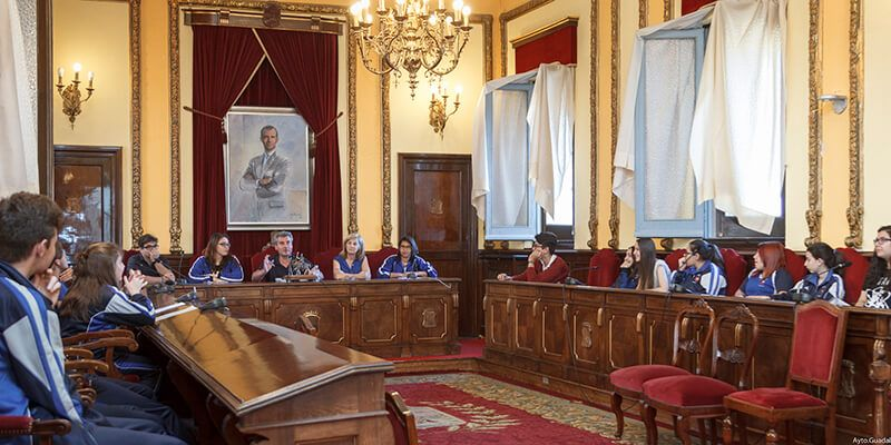 Alumnos de 4º de la ESO del Colegio Sagrado Corazón presentan en el Ayuntamiento de Guadalajara su proyecto de presupuestos participativos