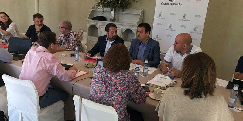 """Castilla-La Mancha afrontará la próxima campaña de vendimia con una """"revolucionaria"""" convocatoria de ayudas a la reestructuración"""