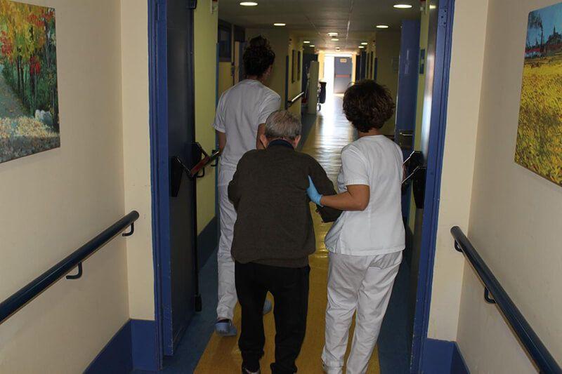 El programa 'Acompañamiento Hospitalario' ha prestado servicio este año al doble de personas mayores sin apoyo familiar