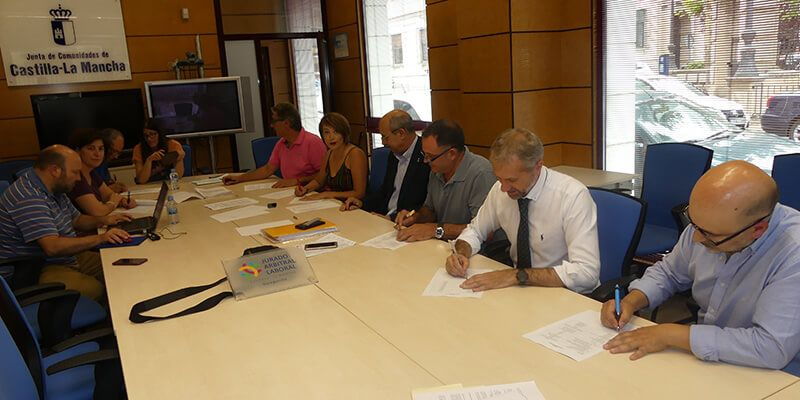 Firmado el convenio del comercio de Cuenca tras su paso por el Jurado Arbitral de Castilla-La Mancha
