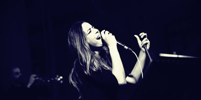 Homenaje a 'Omega' en el concierto de Mariola Membrives dentro de Estival Cuenca