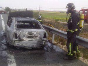 Vehículo se incendia en la autovía cerca de Honrubia