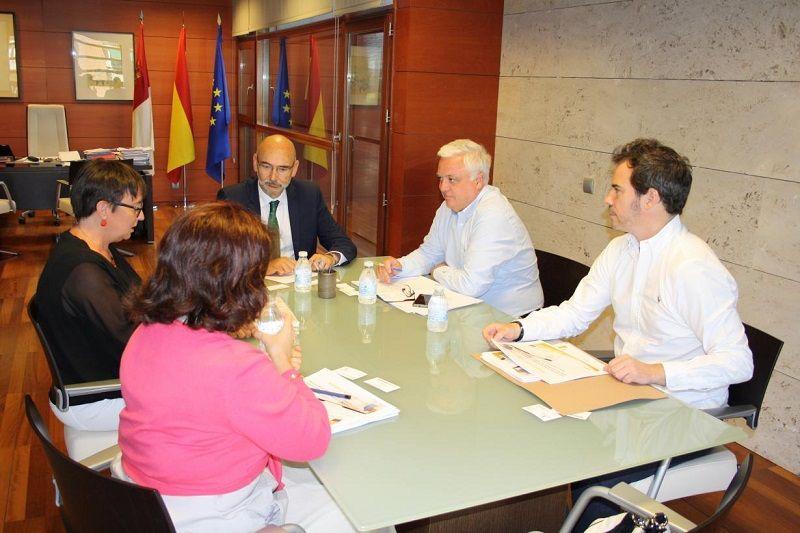 El Gobierno de Castilla-La Mancha acuerda con Amazon iniciativas conjuntas en materia de consumo