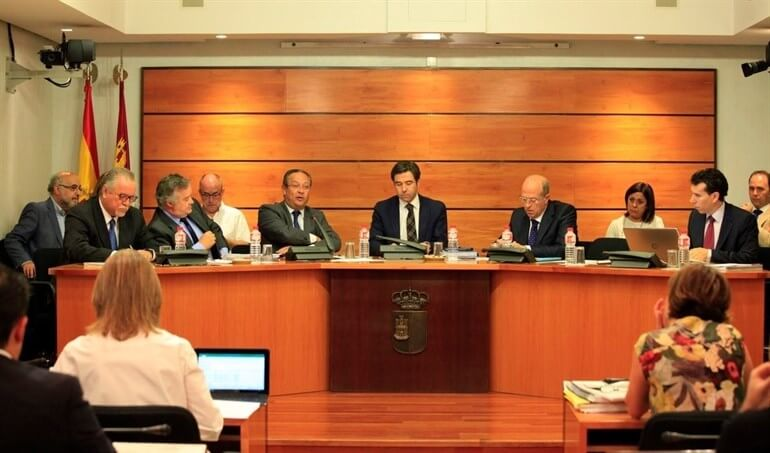 El PP denuncia la falta de responsabilidad de PSOE y Podemos en la comisión de presupuestos..., el PSOE responde