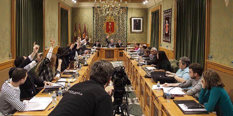 Los recortes de Page a los ayuntamientos obliga a celebrar en Cuenca un Pleno para decidir el futuro de los Servicios Sociales