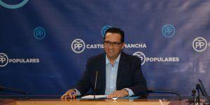 Lucas-Torres recuerda que C-LM es la segunda región con más deuda y no necesita más vicepresidentes