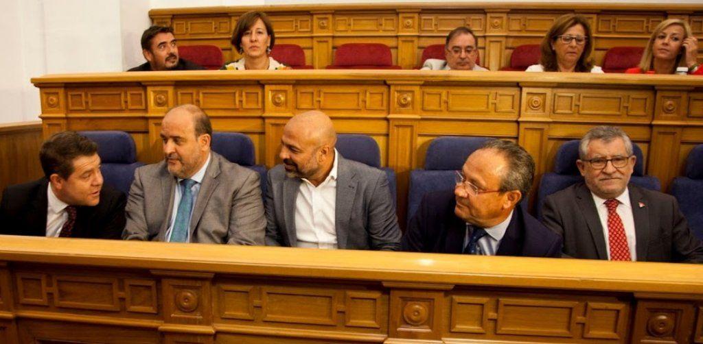UGT se suma a STAS y CSIF y exige la retirada del sueldo para toda la vida aprobado por PSOE y Podemos