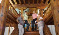 El Consorcio de Cuenca trata las escaleras y el zaguán del Centro de Mayores de San Pedro para evitar plagas