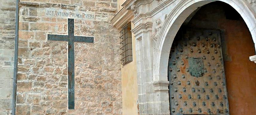 El juzgado da la razón al Ayuntamiento de Cuenca sobre la retirada de los símbolos de Falange de la Catedral