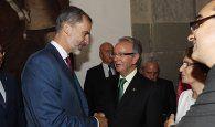 El presidente de Globalcaja, Carlos del Sierra, con SM El Rey de España, Felipe VI, en los Premios Nacionales de Cultura