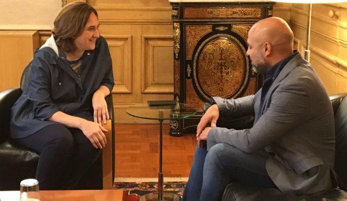 García Molina defiende ante Ada Colau un referéndum en Cataluña