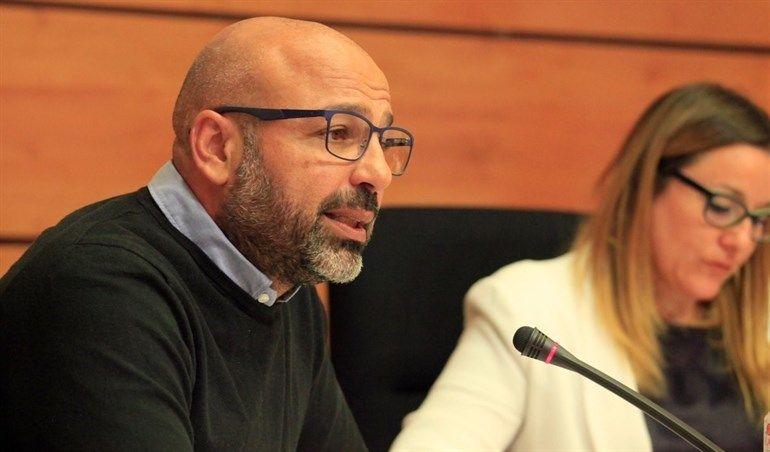 García Molina reconoce como un error no haber informado a las Cortes de su depósito de 60.000 euros