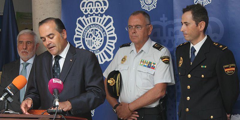 """Gregorio subraya """"el compromiso de los hombres y mujeres de la Policía Nacional en defensa de la ley, la democracia y la libertad"""""""