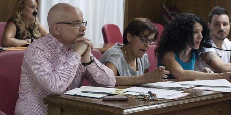 La oposición al completo aprueba en Azuqueca una moción pidiendo la rescisión de contrato con La Alameda, Agua y Salud