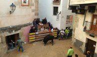 Una vaquilla hiere a un matrimonio de ancianos despistados en las fiestas de San Mateo de Cuenca