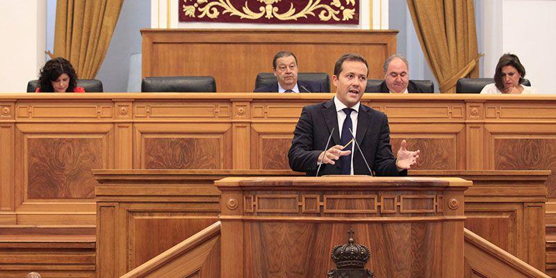 Velázquez insta al Gobierno de Page a que contrate más profesionales sanitarios