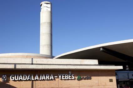 Adif mejora el muro perimetral de la estación de Guadalajara-Yebes