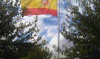El Ayuntamiento de Casas de Haro rinde un emotivo homenaje a la Bandera de España y apoya la labor de los Cuerpos y Fuerzas de Seguridad del Estado
