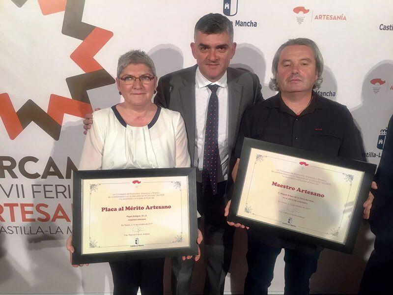 El Gobierno regional reconoce a los artesanos conquenses Miguel Ángel de la Torre y Paula Cruz