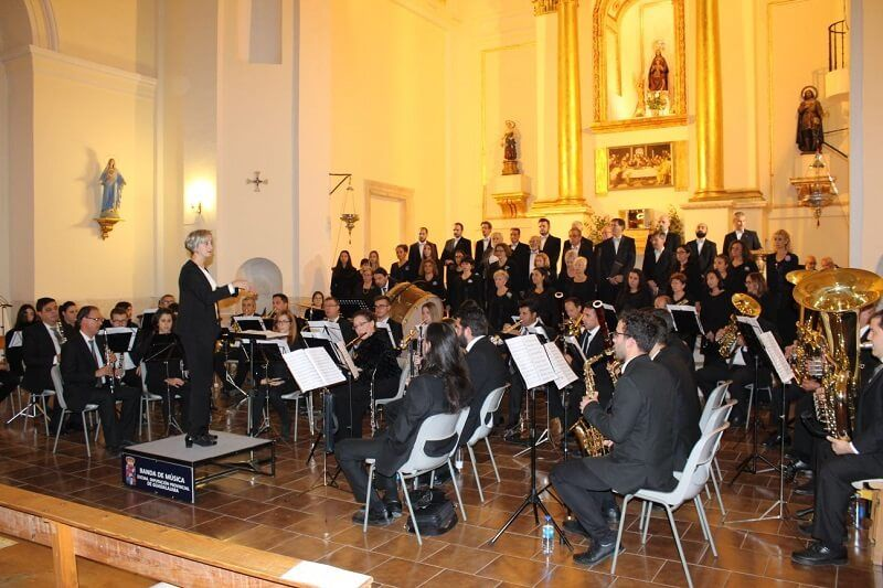 Extraordinario concierto de la Banda de la Diputación, el coro Novi Cantores y la Schola de Alcalá en la iglesia de Uceda