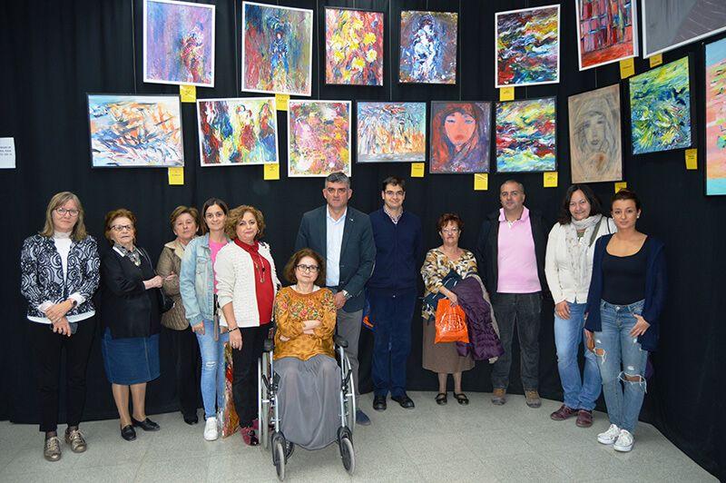 La biblioteca Fermín Caballero acoge una exposición de la escritora y pintora conquense Estrella Cachero
