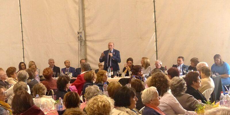 Latre felicita a la Federación de Amas de Casa que ha reunido hoy a más de 300 mujeres en Fuentenovilla