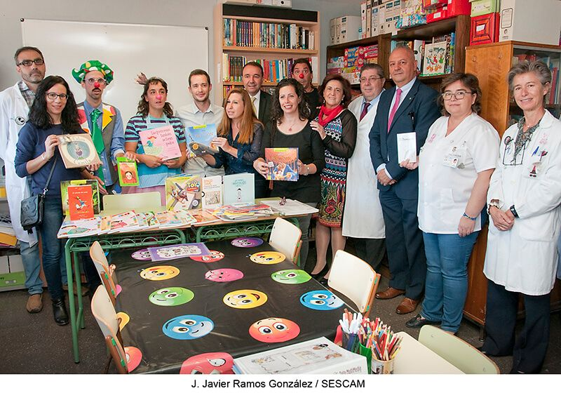 Los Payapeutas y alumnos de Primaria de Guadalajara donan decenas de libros al Aula Hospitalaria