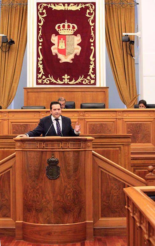 Lucas-Torres denuncia que Page machaca a los agricultores a cambio de mantener su sillón con Podemos