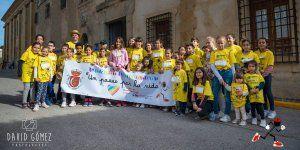 """Más de 500 personas han participado en la I Marcha Solidaria """"Un paseo por la Vida"""" en Huete."""