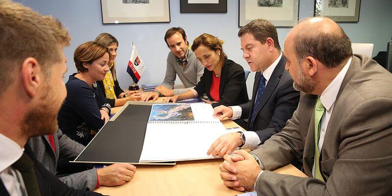Page garantiza financiación suficiente para mejorar los accesos al Casco Antiguo de Cuenca