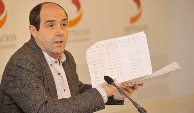 Parra pide al portavoz socialista que se una a la petición de la Diputación a la Junta para que ayude a financiar un Plan de Obras Hidráulico