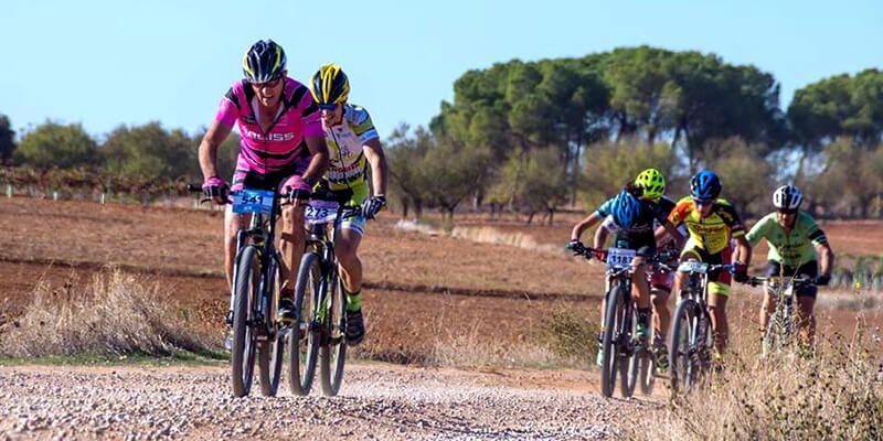 Israel Fernández y Desiré Moya ganan en Villanueva de la Jara en la última prueba del Circuito MTB