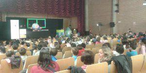El Centro San José de Guadalajara acogió un teatro infantil sobre las actividades del Monitor de Neutrones