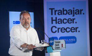 """Labrador espera que Page """"pida perdón al Rey por tener en su Gobierno a Podemos, que insulta y desprecia a la monarquía"""""""