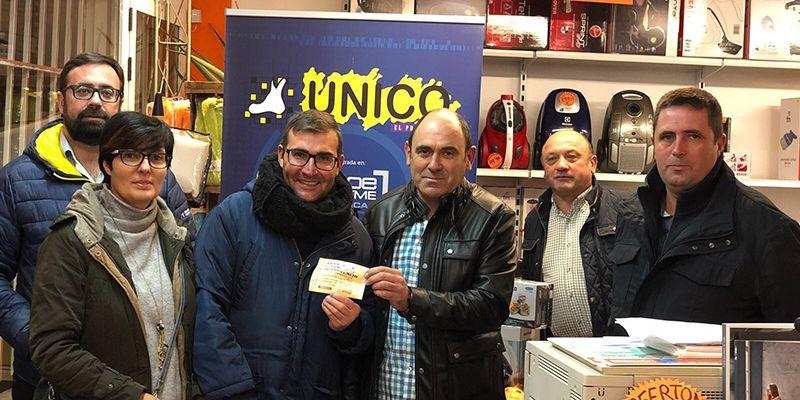 Ramón Millán ha recibido la gran cesta de Navidad de UNICO valorada en cerca de mil euros
