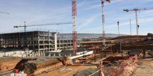 Más de cien personas trabajan ya en las obras del nuevo Hospital Universitario que construye en Cuenca el Gobierno regional