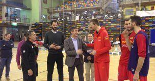Antonio Román visita a los jugadores de la selección española de baloncesto concentrados en Guadalajara de cara a sus encuentros frente a Bielorrusia y Montenegro