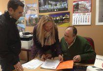 Cs Cuenca registra las más de mil firmas recogidas para reclamar a Fomento un aparcamiento gratuito junto a la estación del AVE