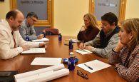 Guijarro traslada a los grupos políticos del Ayuntamiento de Cuenca información sobre los proyectos en los que trabaja la Junta