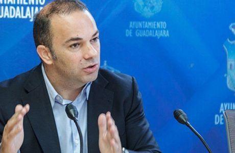 """Carnicero avisa """"Si la Junta sigue ignorando a Guadalajara y eludiendo sus obligaciones, las naves del Fuerte se caerán. Debe rehabilitarlas ya"""""""