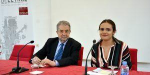 El académico José Antonio Pascual aplaude la iniciativa de los estudiantes de la Facultad de Letras para reivindicar la importancia de la Lengua