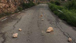 El Ayuntamiento de Brihuega pide a la Diputación una solución ante los desprendimientos en la carretera de Fuentes de la Alcarria a Valdesaz