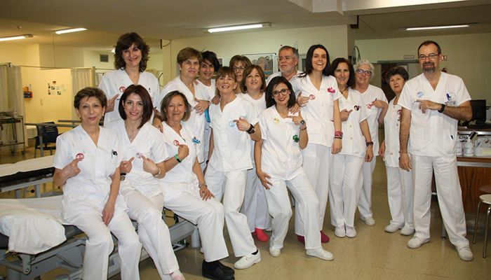 El Servicio de Rehabilitación del Hospital de Cuenca se une a la campaña '#HolaYoMeLlamo' para la humanización de la asistencia