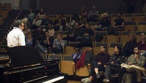 El tenor Ramón Vargas da una masterclass a los alumnos de la Academia de la SMR