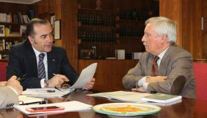 Gregorio se reúne con el presidente de la CHG e insiste en el problema de los conejos