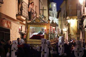 Impresionante silencio en la procesión del Santo Entierro de Pastrana