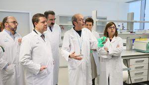La Junta destinará este año medio millón de euros a la contratación de personal investigador en el ámbito biomédico
