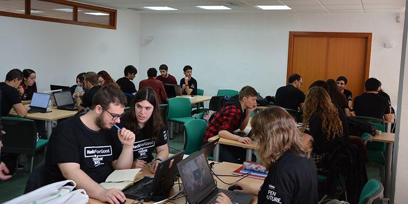 La UCLM reúne a una treintena de 'hackers' dispuestos a desarrollar aplicaciones al servicio de la sociedad
