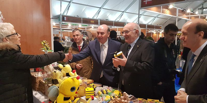 """Latre apela al """"compromiso de hechos"""" para apoyar la Feria Apícola y el sector en nuestra provincia"""