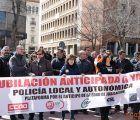 Los policías locales de Cuenca se concentran para exigir la aprobación de la jubilación anticipada